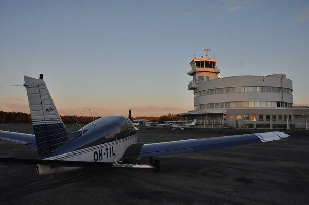 Kansalaisaloitteella pyritään saamaan lain suoja Malmin lentokentän tulevaisuudelle.