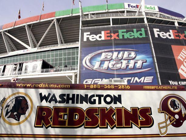 FedEx on antanut nimensä Redskinsin kotikentälle.