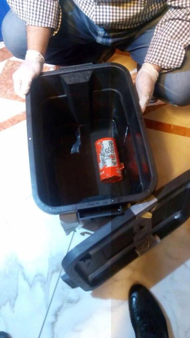 Molemmat EgyptAirin lennon 803 mustista laatikoista löydettiin.