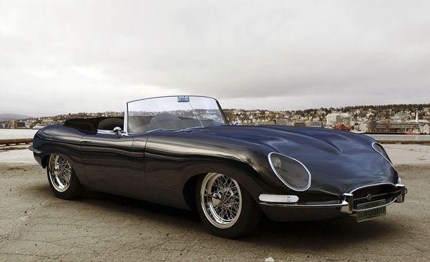 Jaguar E-Type muovasi vahvasti alkavan 1960-luvun tyyliä.