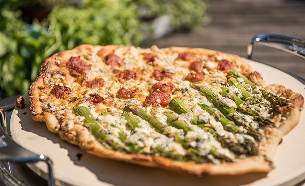 Pizzaa ei tarvitse täyttää kokonaan samoilla täytteillä.
