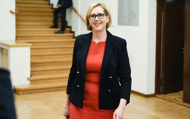 Vauvauutista ihanaksi kuvaillut SDP:n Tuula Haatainen muistutti, että lapset kuuluvat elämään valtion ylintä johtoa myöten.