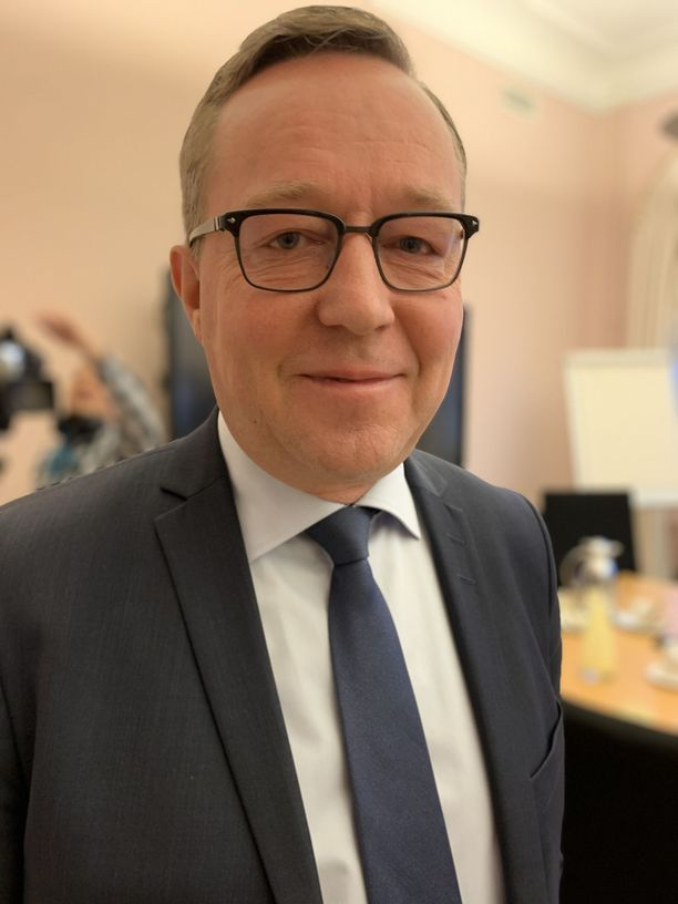 Valtiovarainministeri Mika Lintilän mukaan parhaillaan selvitetään sitä, voisiko valtio kompensoida nykyistä polttoainetta kalliimman biopolttoaineen käyttöä Finnairille.