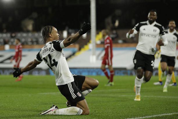 Bobby Decordova-Reid laukoi Fulhamin johto-osuman.