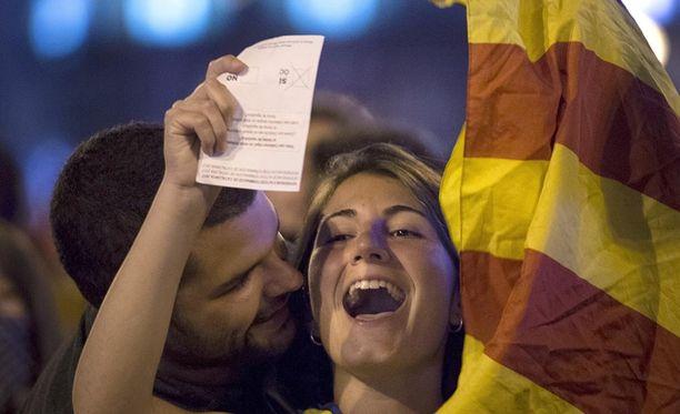 Katalonian itsehallinnon mukaan tie on nyt auki yksipuoliselle itsenäisyysjulistukselle.