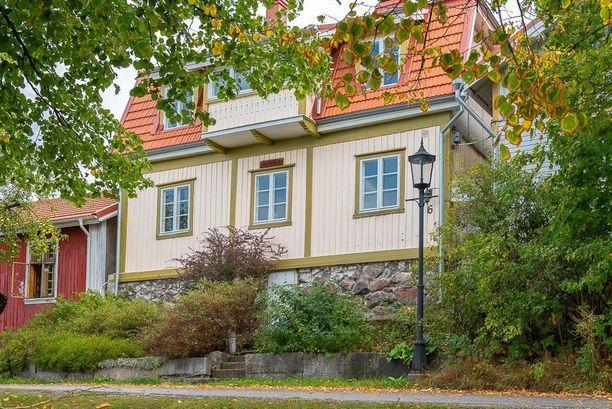 Vuonna 1918 rakennettua kotia on päivitetty monin paikoin.