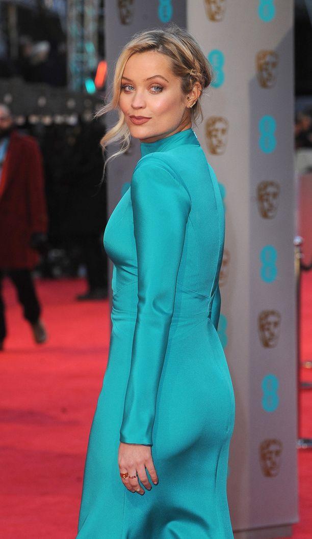 Laura Whitmore herätti BAFTA-gaalan punaisella matolla huomiota turkoosilla iltapuvullaan.
