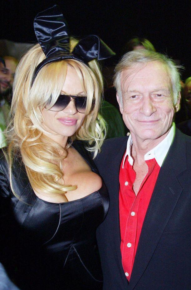 Pamela on poseerannut Playboyssa ennätykselliset 12 kertaa.