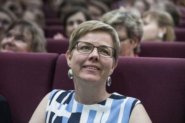 Vihreiden puheenjohtaja Krista Mikkonen antaa vakavat moitteet Jani Toivolalle.