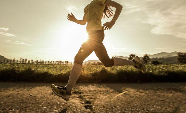 Monipuolinen ja vaihteleva liikunta ehkäisee kilojen palaamista.