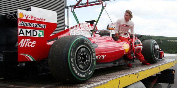 Kimi Räikkösen autossa oli pieniä ongelmia harjoituksissa.