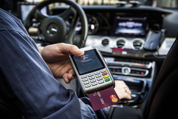 Kansanedustajien taksin käyttö on vähentynyt.