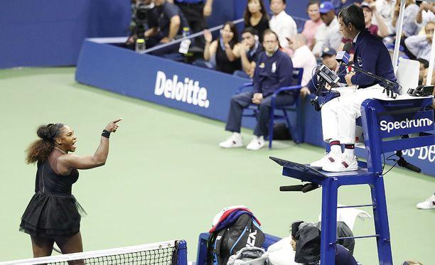Tennistähti Serena Williams raivosi ottelun aikana päätuomari Carlos Ramosille.