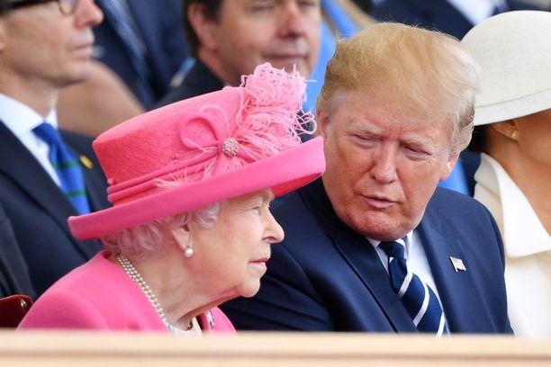 Presidentti Trump osallistuu parhaillaan kuningattaren kanssa Normandian maihinnousun muistopäivän juhlallisuuksiin.