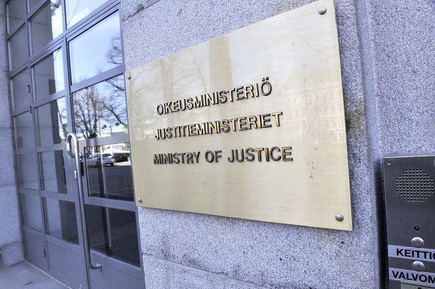 IL:n tietojen mukaan oikeusministeriö esittää, että kuntavaalit siirrettäisiin kesäkuulle.