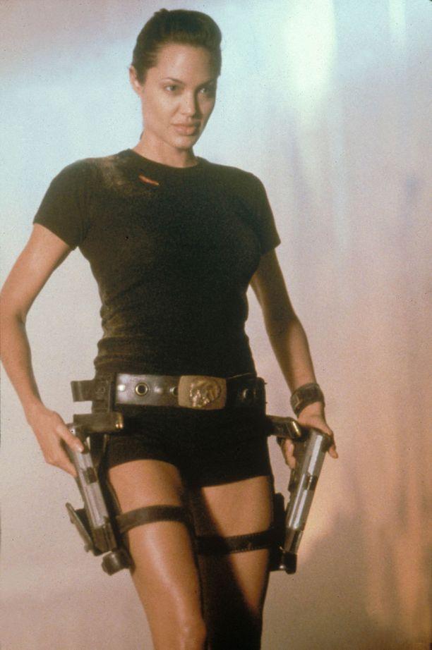 Ensimmäinen Tomb Raider -elokuva julkaistiin vuonna 2001. Päähenkilö Lara Croftia näytteli Angelina Jolie.