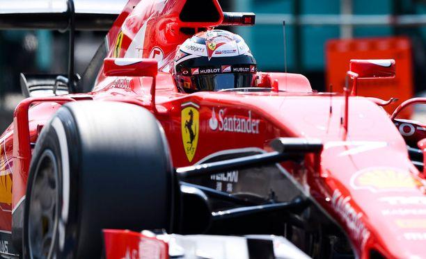 Kimi Räikkönen ajoi liian kovaa varikolla.