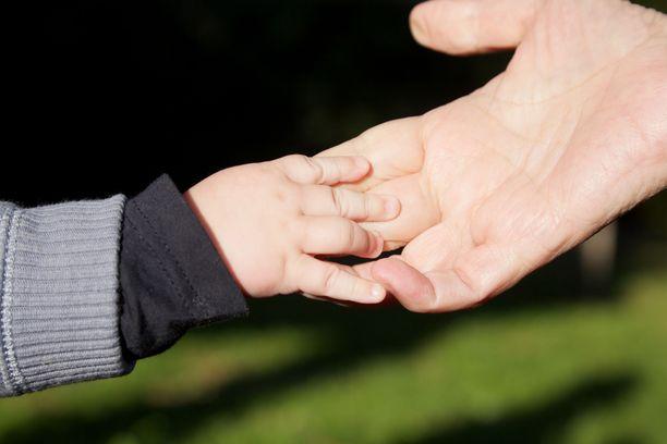 Huoltoriidan kohteeksi joutuneista lapsista noin 30 prosenttia vieraantuu tavalla tai toisella toisesta vanhemmastaan