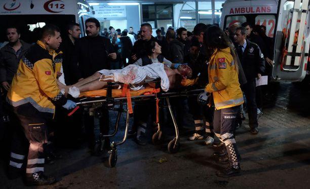 Iskuissa kuoli 29 ihmistä ja 166 haavoittui. Valtaosa kuolleista oli jalkapallo-ottelun vuoksi paikalla olleita poliiseja.