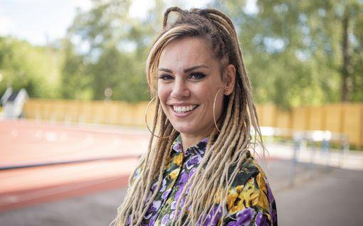 """Huippunyrkkeilijä Eva Wahlström nähdään uuden viihdeohjelman panelistina: """"En tiedä urheilusta mitään"""""""