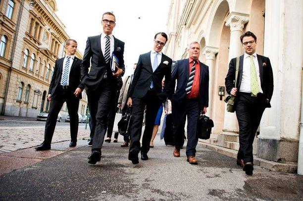Alexander Stubbin hallitus on aloittanut pätkäkautensa kohtalaisesti. Taloustutkimuksen tutkimuspäällikön Juho Rahkosen mukaan 6œ–7 on normaali arvosana poliitikolle.
