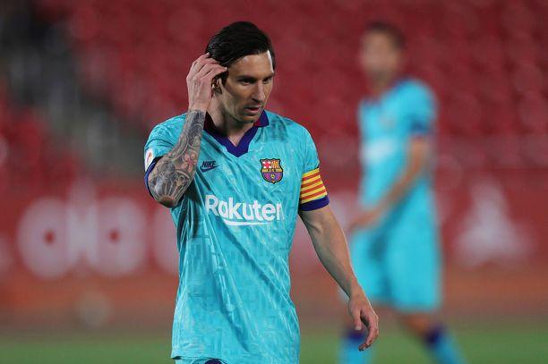 Lionel Messillä oli lauantaina turhankin innokas fani.