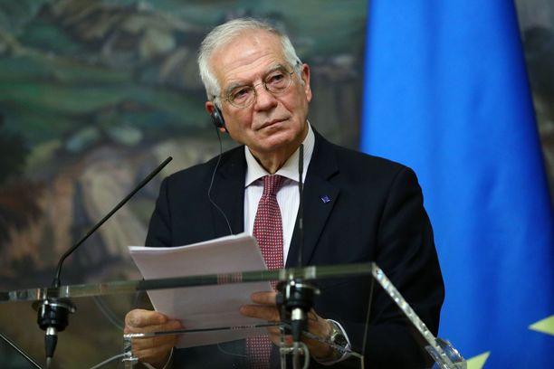 Europarlamentaarikot vaativat espanjalaisen Josep Borrellin eroa.
