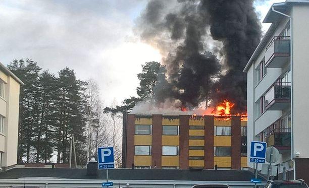 Kerrostalo riehui tulipalo lauantaina Juankoskella.