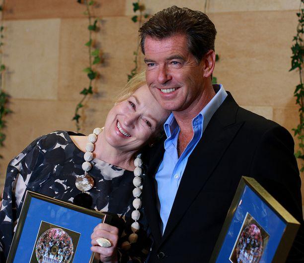 Meryl Streep ja Pierce Brosnan näyttelivät Mamma Mia! -elokuvassa rakastavaisia.