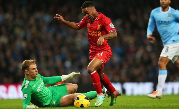 Näin syntyi Liverpoolin avausmaali. Raheem Sterling ohitti City-vahti Joe Hartin ennen Philippe Coutinhon viimeistelyä.