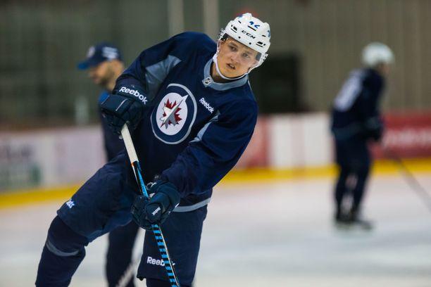 Kristian Vesalainen hakee pelipaikkaa Winnipeg Jetsin NHL-ryhmästä.