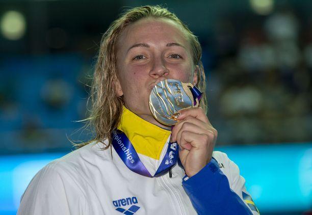 Sarah Sjöström saalisi kultaa 50 metrin perhostyylin uinnissa vuonna 2019.