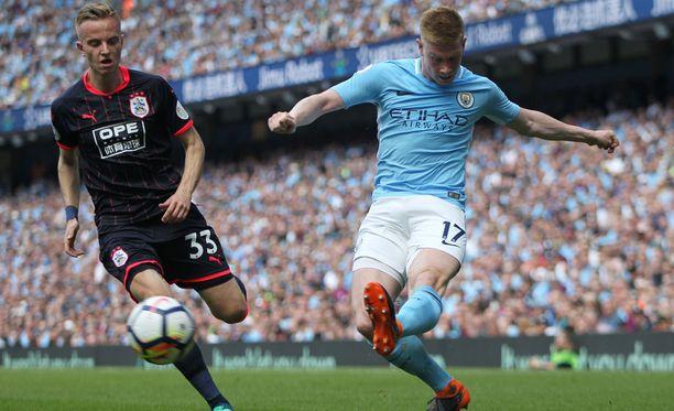 Kevin De Bruynen (oik.) Manchester City ei saanut voittomaalia tehtyä Huddersfieldia vastaan.