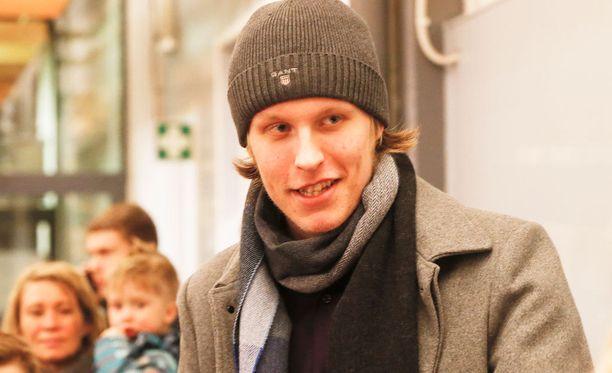 Maailmanmestari Patrik Laine onnitteli tuplamaailmanmestari Jesse Puljujärveä.