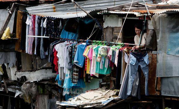 Julia Jänis neuvoo olemaan tarkkana palveluntarjoajaa valitessa. - Alalla on paljon erilaisia toimijoita ja toiminta on pitkälti valvomatonta. Se on ongelma. Kuka tahansa voi alkaa pyörittää vapaaehtoismatkailua tai laittaa slummikierroksen pystyyn. Kuva Manilasta, Filippiineiltä.