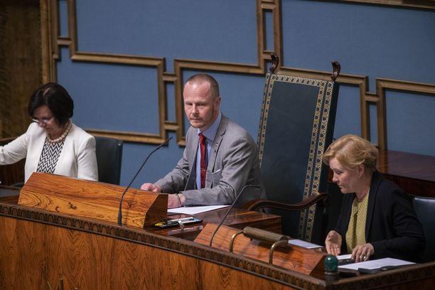 Eduskunnan varapuhemies Juho Eerolan (ps) kommentit saivat SDP:n näkemään punaista.