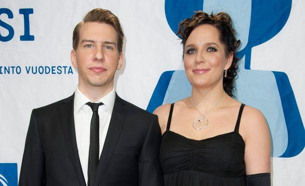 Aku Hirviniemi ja Niina Lahtinen ehtivät olla yhdessä 16 vuotta. Heillä on kaksi tytärtä.