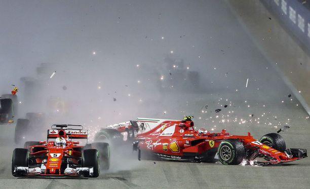 Vahinko on jo tapahtunut: Sebastian Vettelin virhe kostautuu neljän kuskin keskeytyksenä.