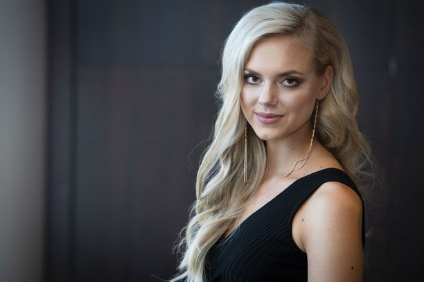 Ellinoora Myötyri on nyt 21-vuotias ja työskentelee pankissa.