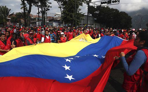 Yhdysvallat vetoaa kaikkiin maihin: Venezuelan vapaita voimia on tuettava