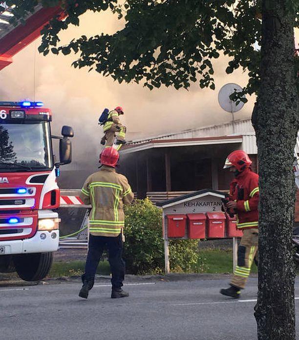 Pelastuslaitos sai hälytyksen maanantaina illansuussa noin kello 18 Hyllykalliolle.