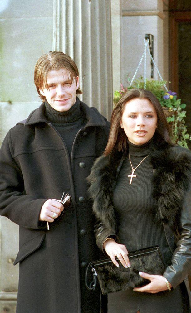 Kun David ja Victoria Beckham menivät kihloihin vuonna 1998, he näyttivät kovin erilaisilta kuin nykyään.