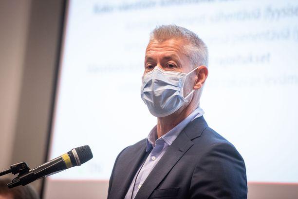 THL:n ylilääkäri Taneli Puumalainen totesi, että riski koronatartuntojen lähtemisestä uudelleen kovaan kasvuun on suuri.