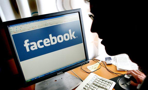 Sunnuntaisuomalainen pyysi Facebookin viestintäyksiköltä kommenttia asiasta, mutta viestintäyksikkö ei suostunut vastaamaan kysymyksiin.