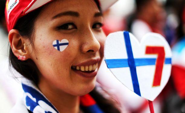 Kimi Räikkösen kilpailunumero ja Suomen värit koristavat useita japanilaisfaneja.