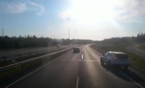 Arto Äyhynmäki sai onneksi väistettyä peruuttanutta autoa.