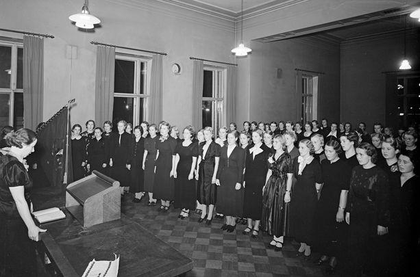 Naisylioppilaiden Karjala-Seuran valatilaisuus Vanhalla ylioppilastalolla vuonna 1937.