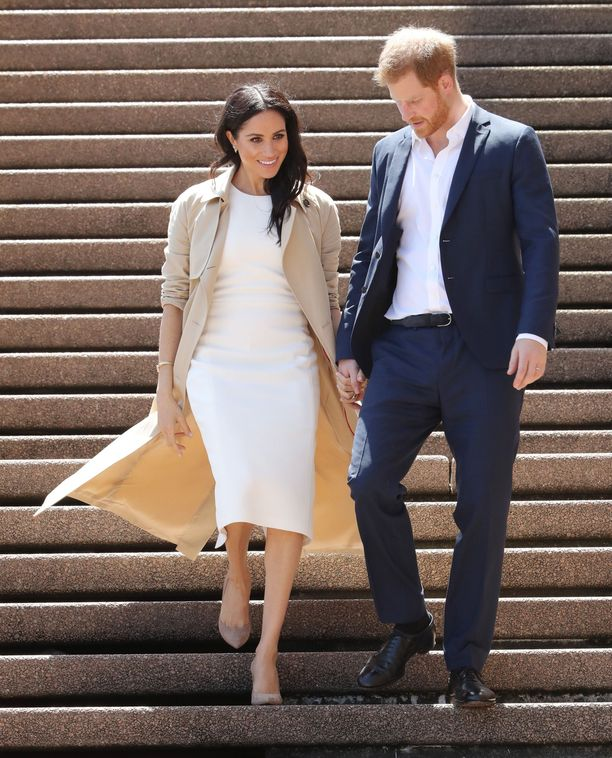 Syksyllä raskausilmoituksen jälkeen Meghan ja Harry matkustivat Australiassa, Uudessa Seelannissa ja Tyynellämerellä, eikä yleisö saanut tarpeekseen tulevan äidin asuista.