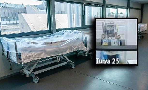 Potilaan murhasta epäilty sairaanhoitaja peitti kasvonsa sanomalehdellä vangitsemisistunnossa (pikkukuva).