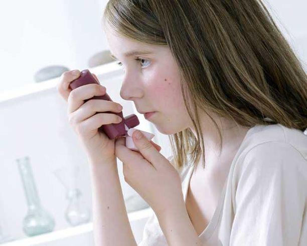Astmasta kärsivät lapset joutuvat käymään useamin sairaalassa, kun ilmassa on runsaasti liikenteen aiheuttamia otsonipäästöjä.